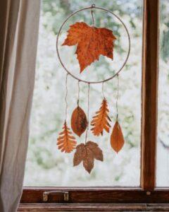 Dromenvanger van herfstbladeren